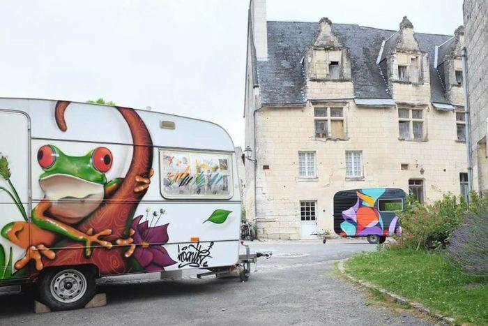 Graffeurs au château de Crissay-sur-Manse